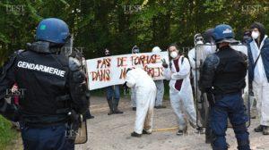 Protestan por el desalojo por la fuerza de activistas contra el cementerio nuclear en Francia