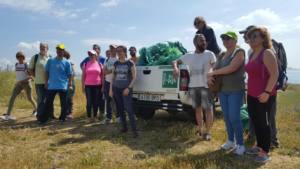 Recogida de plásticos en la playa El Chinarral-Ensenada de Getares