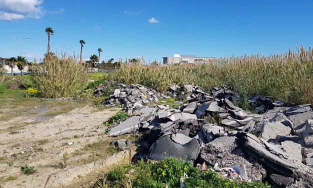 Presencia de restos de alquitrán en el entorno del futuro hospital de La Línea