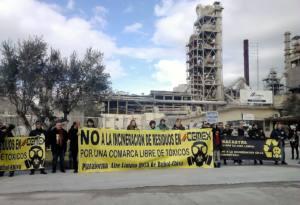 Piden retirar el permiso de incineración de residuos peligrosos en la cementera de Buñol