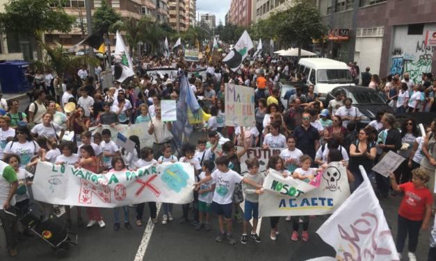 Contundente protesta ciudadana contra la ampliación del muelle de Agaete