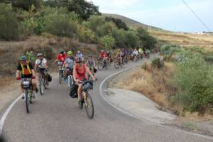 La ruta ciclista comienza con el lema 'Sí a la vida, no a la mina'