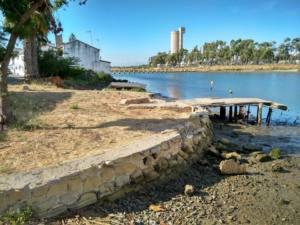Deterioro de los malecones en la ribera izquierda del Guadarranque