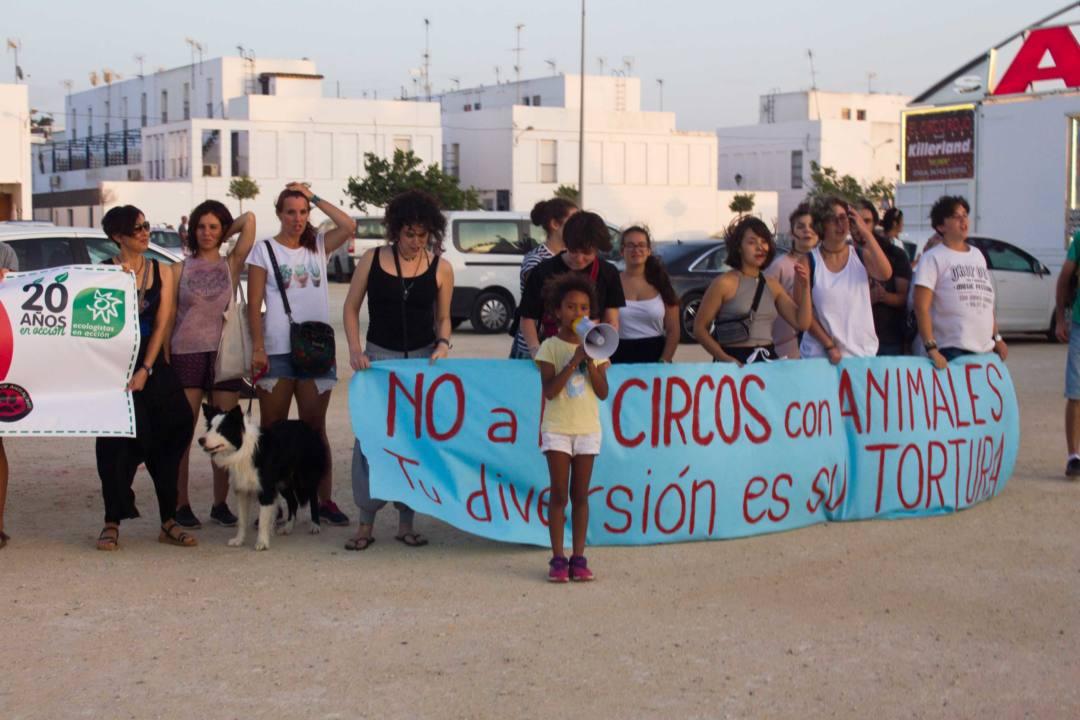 Concentración en Chiclana contra un circo con animales