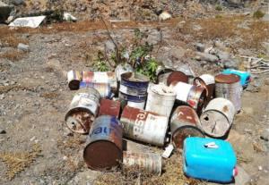 Denuncian vertidos de envases de residuos tóxicos en el Barranco de Silva