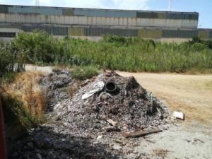 Gran cantidad de residuos cerca de la Calle Punta Mala en Campamento