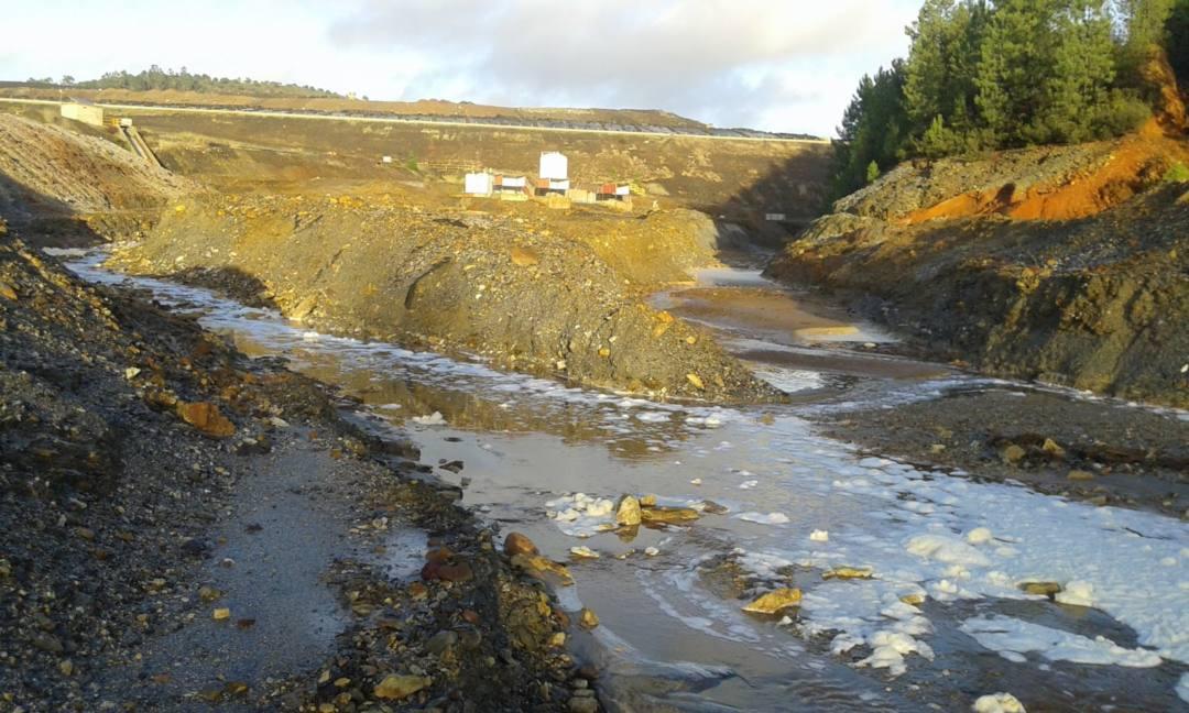 Evacuación de aguas posiblemente contaminadas desde el vertedero tóxico de Nerva hacia el litoral onubense