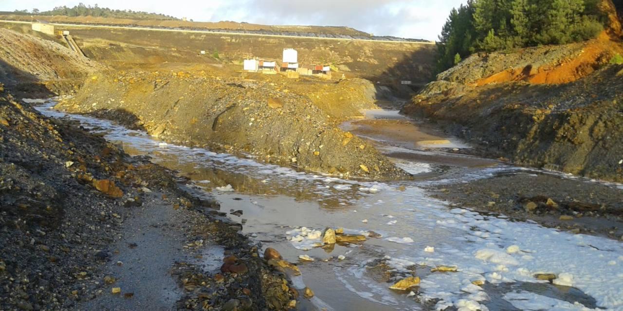 Evacuación de aguas posiblemente contaminadas desde el vertedero tóxico de Nerva