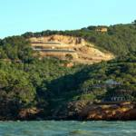Denúncia contra la construcció d'habitatges de luxe a la Pedrera de s'Antiga