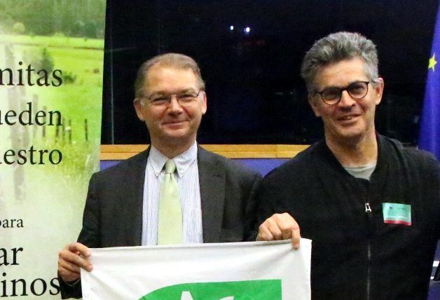 Informan a eurodiputados belgas sobre la usurpación de caminos públicos por el empresario Marnix Galle