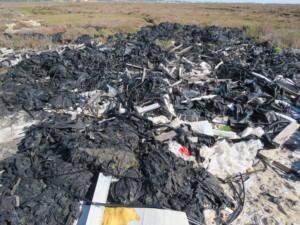 Vertedero ilegal de plásticos agrícolas en el Paraje Natural Marismas de Isla Cristina
