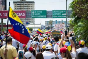 Justicia, desmilitarización y sostenibilidad para abordar la crisis venezolana