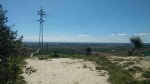 Colocan protectores para las aves en el cerro del Cebrón (Mairena del Alcor)