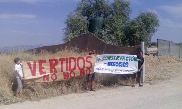 Revocan la multa de 600 euros por protestar contra un vertido ilegal