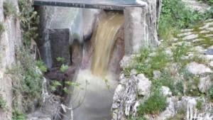 Cal una una solució urgent i adequada al vessament d'aigües residuals al riu Riquer