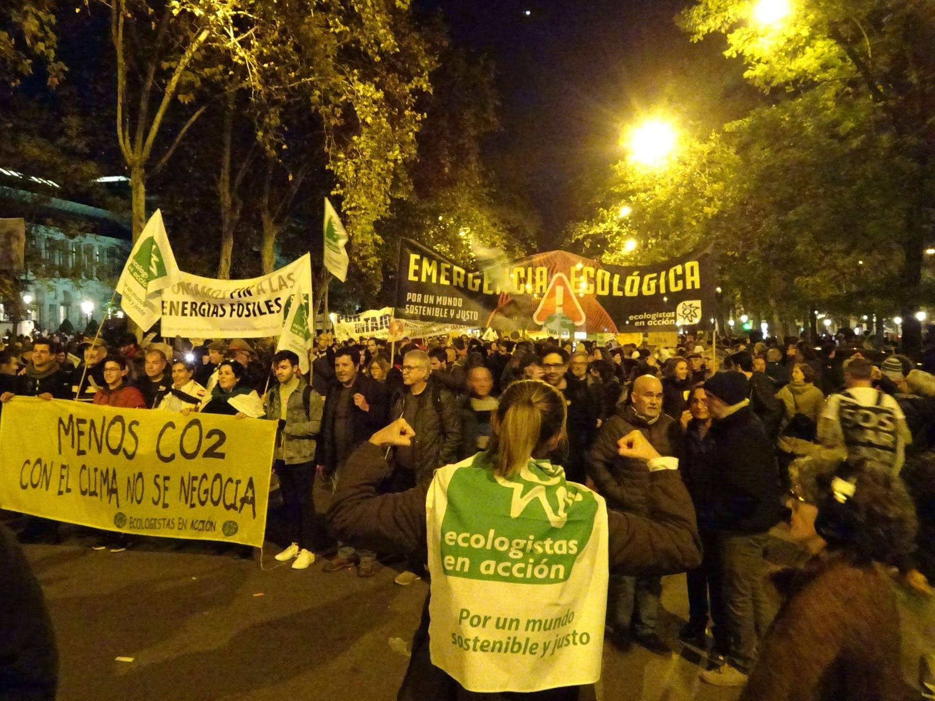 Resultado de imagen de ecologistas accion manifestación 6 diciembre