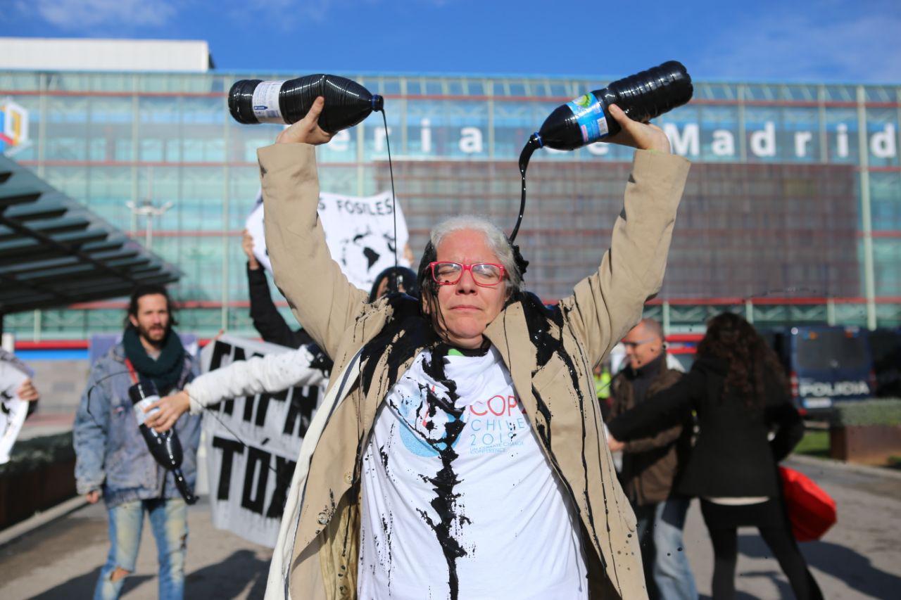 Protesta contra la presencia de empresas contaminantes en la COP25