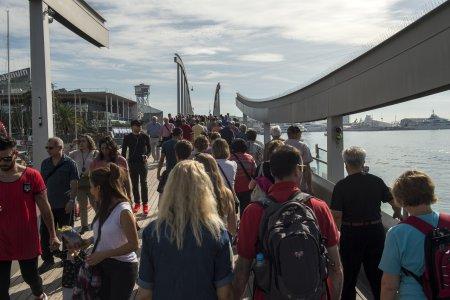 El turismo masivo arrasa Barcelona • Ecologistas en Acción